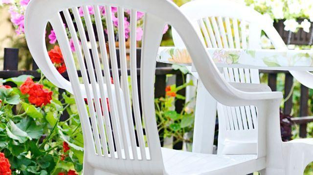 Nettoyer mobilier de jardin en plastique | VIE PRATIQUE | Chaise ...