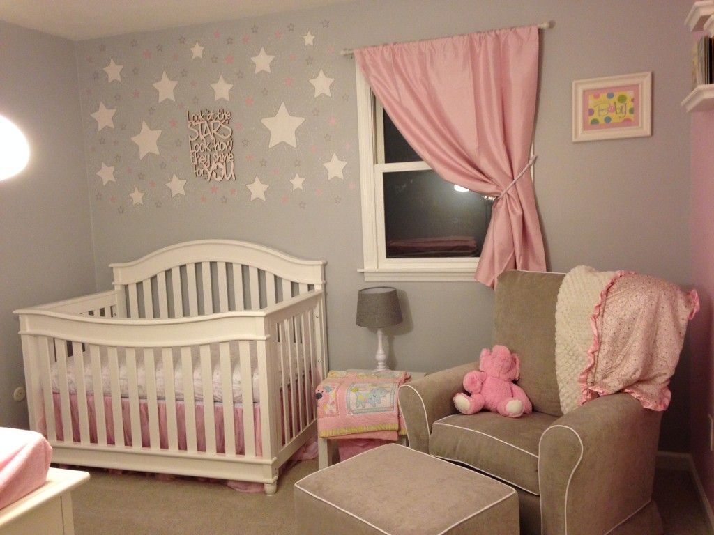 Pink and grey starry nursery baby girl nursery themes Chambre fille vieux rose