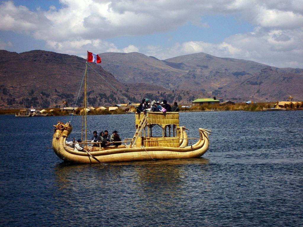 El Lago Titicaca, entre Perú y Bolivia - http://www.miviaje.info ...