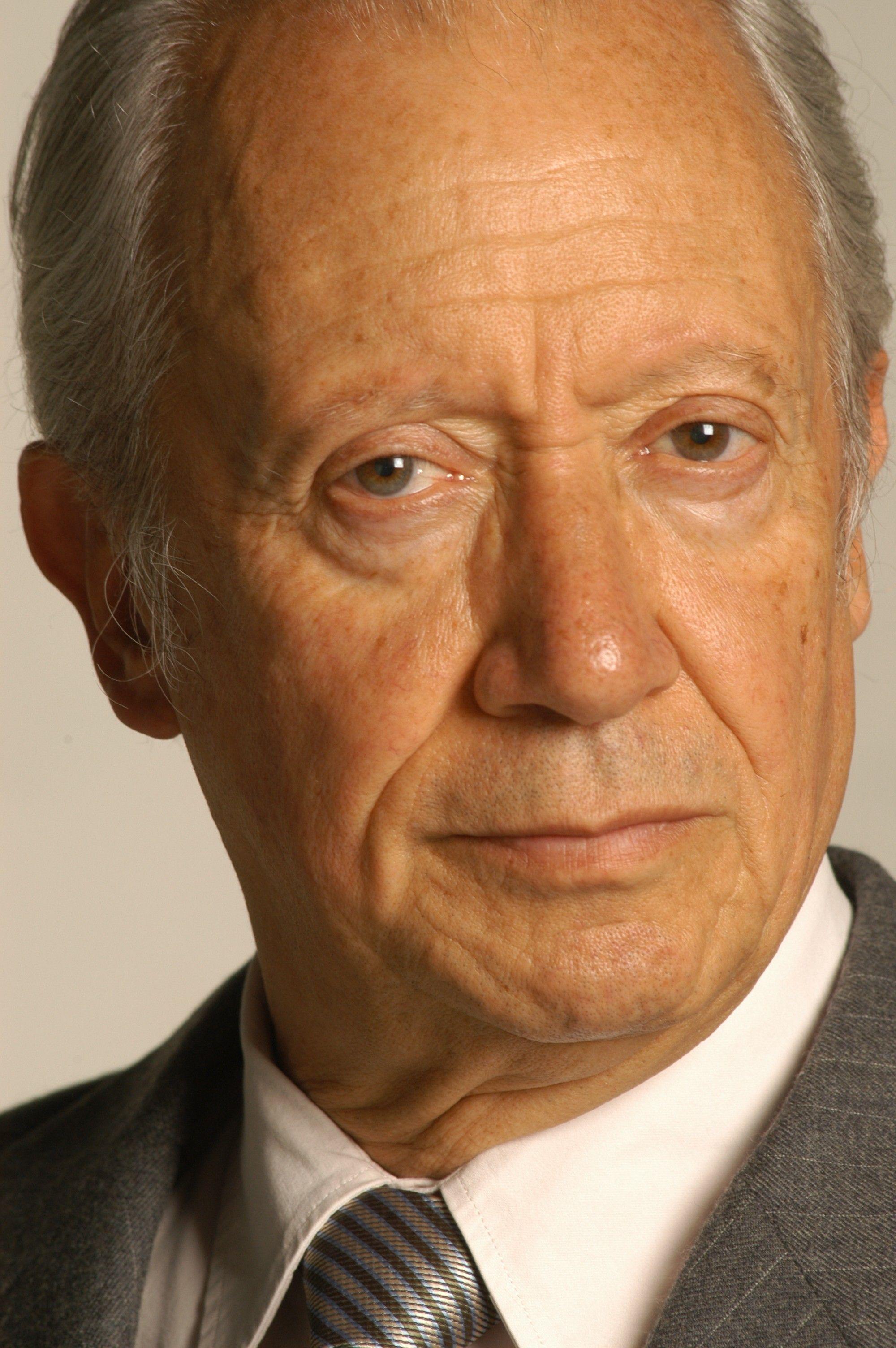 El director, guionista y productor falleció en Bogotá a los 82 años ...