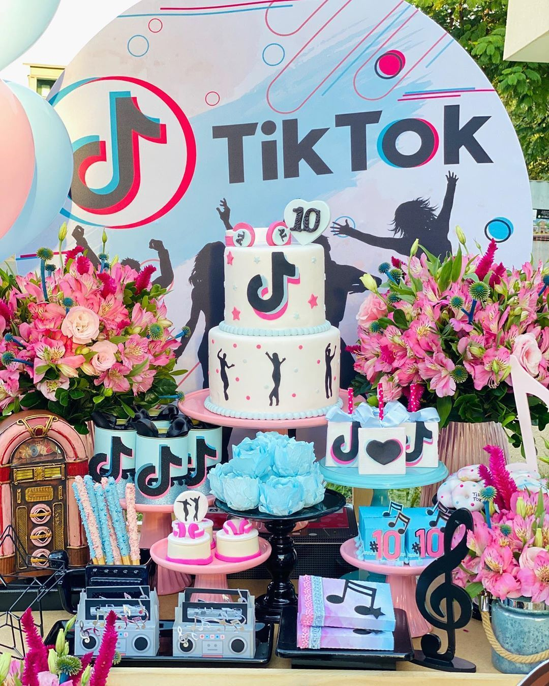 Fiesta De Tik Tok Candy Theme Birthday Party Dance Party Birthday Birthday Party For Teens