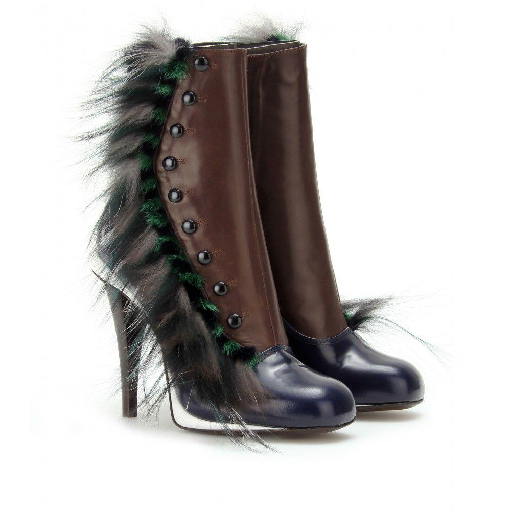 C'est pas fouf fou, comme chaussure,çà ! Fendi - BOTTINES À BOUTONS EN VEAU BOX ET FOURRURE seen @ www.mytheresa.com