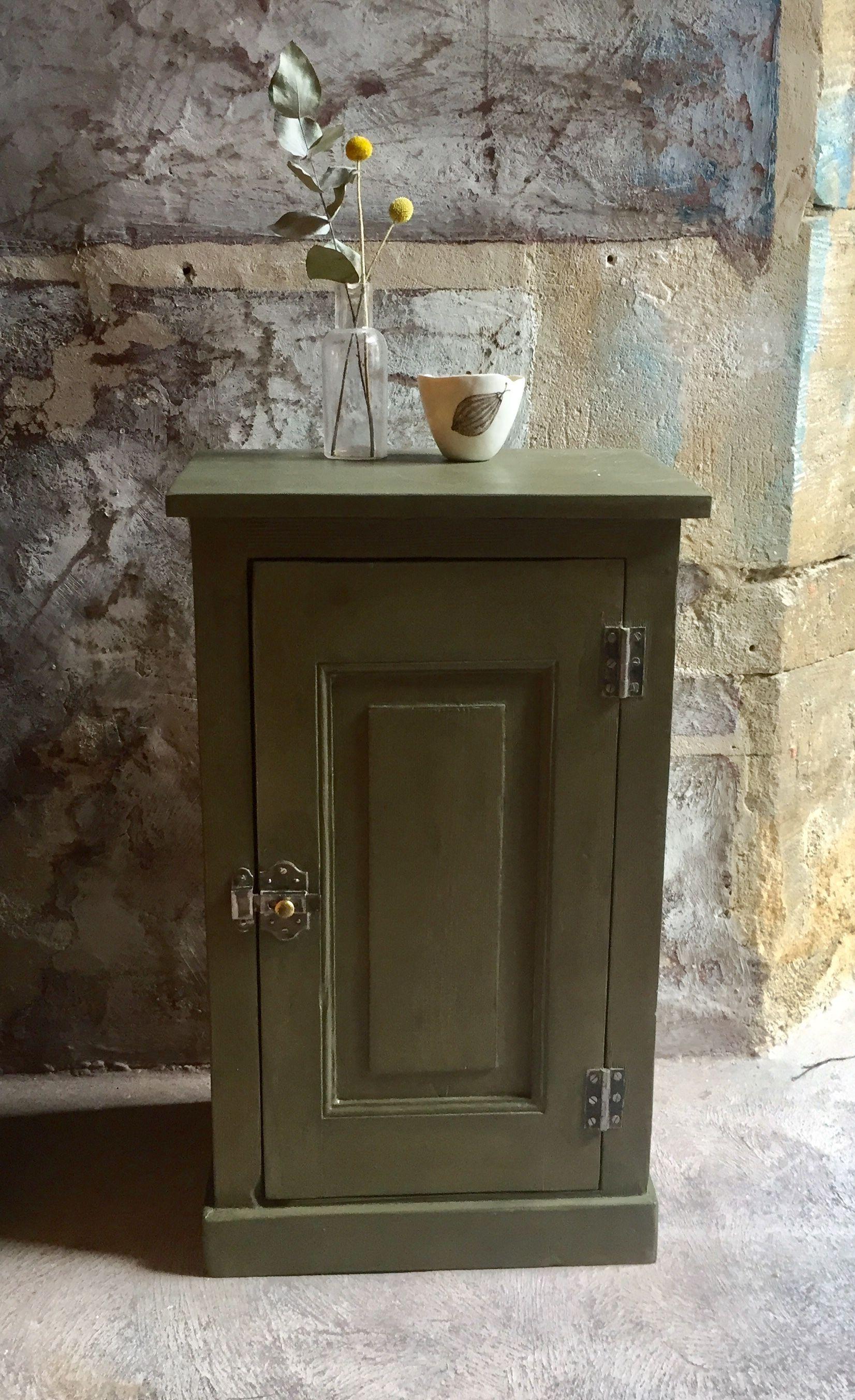 Meuble D Appoint Ancien Kaki Anniesloan Peinturealacraie Peindresansponcer Banaborose Mobilier De Salon Meuble De Metier Meuble Vintage