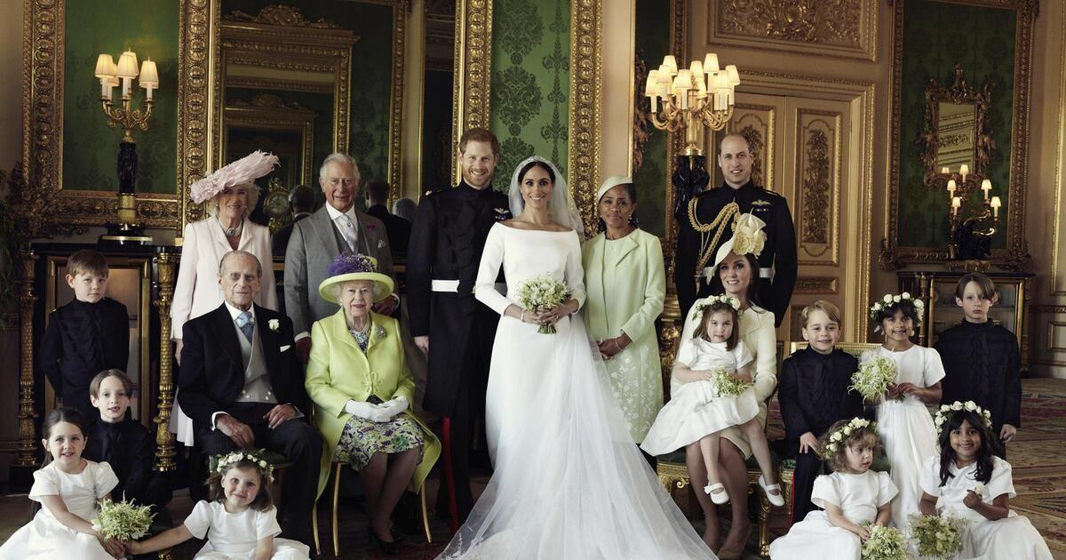 Nach Der Hochzeit Von Meghan Markle Und Prinz Harry Wurden Jetzt Die Offiziellen Bilder Veroffentlicht Die Hochzeitsportraits Royale Hochzeiten Hochzeitsfotos
