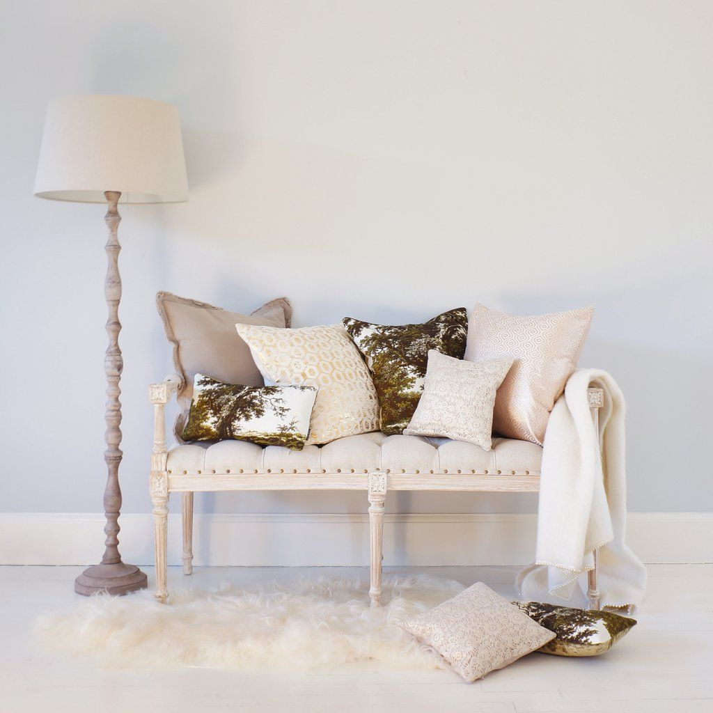 Vignette White-Washed Upholstered Bench (Nearly Perfect) | Bedroom ...