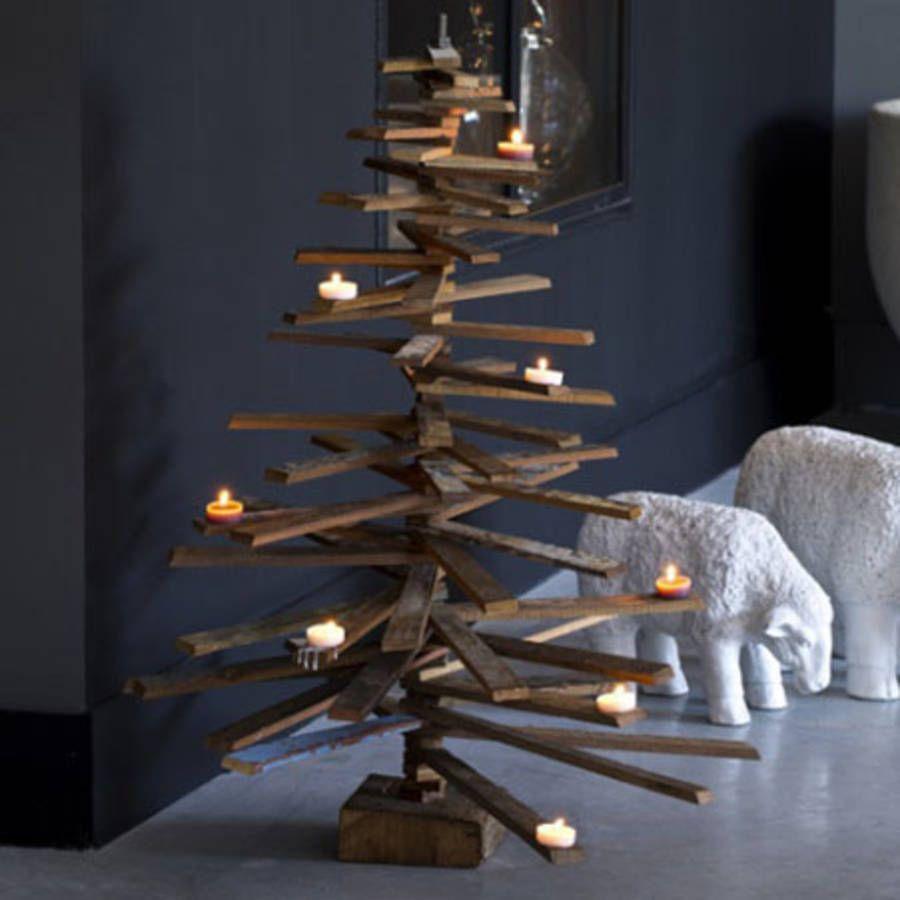 Un faux sapin de Noël en bois
