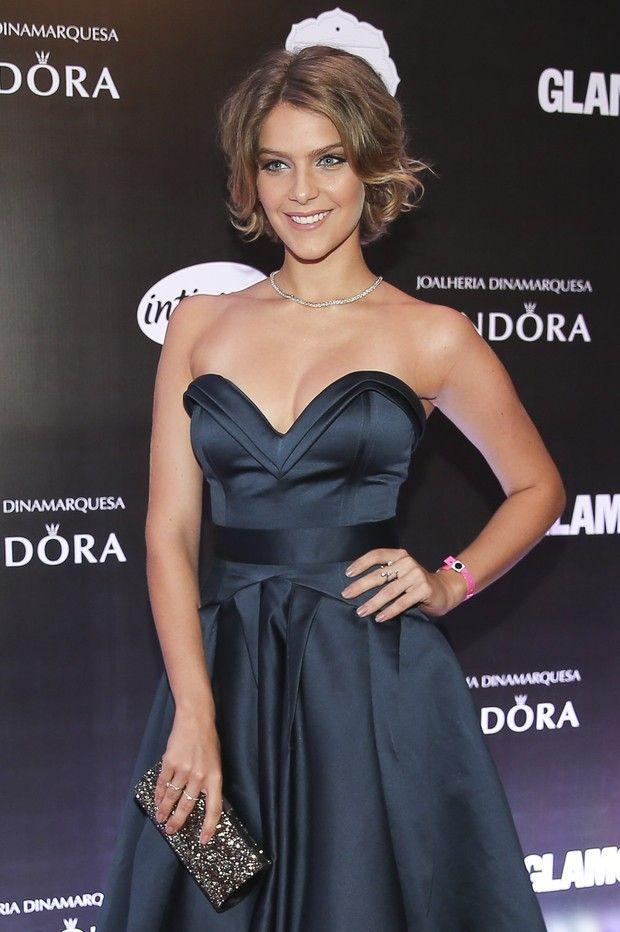 Veja o estilo das famosas no prêmio Geração Glamour, em São Paulo
