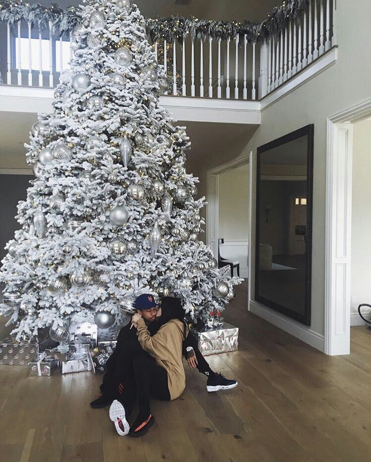 Pin By Amber Gaylord On Tyga And Kylie In 2019 Kylie Christmas