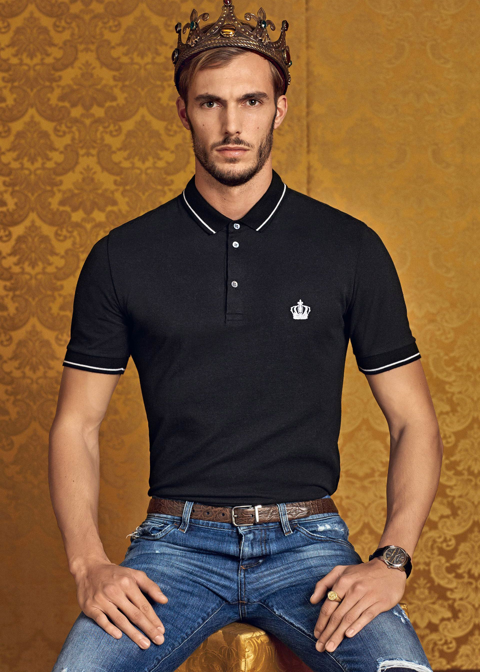 82c5a7d5cf9 Discover the new Dolce   Gabbana Men s Polo e Corona Collection for Fall  Winter 2016 2017 and get inspired.