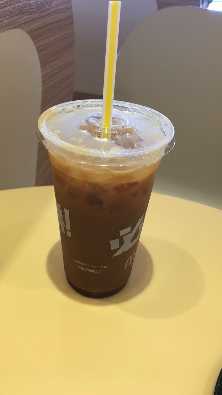 P 一見普通のアイスコーヒーだが 4つもガムシロップが入っている アイスコーヒー 造形