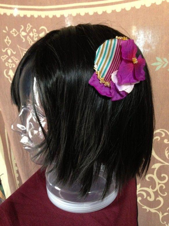 「窓(まど)」大正~昭和初期にかけてのアンティーク着物生地を使用した一品。きらきら輝くビーズとグラデーションが美しい紫陽花を組み合わせて、よりモダンで粋な雰囲...|ハンドメイド、手作り、手仕事品の通販・販売・購入ならCreema。