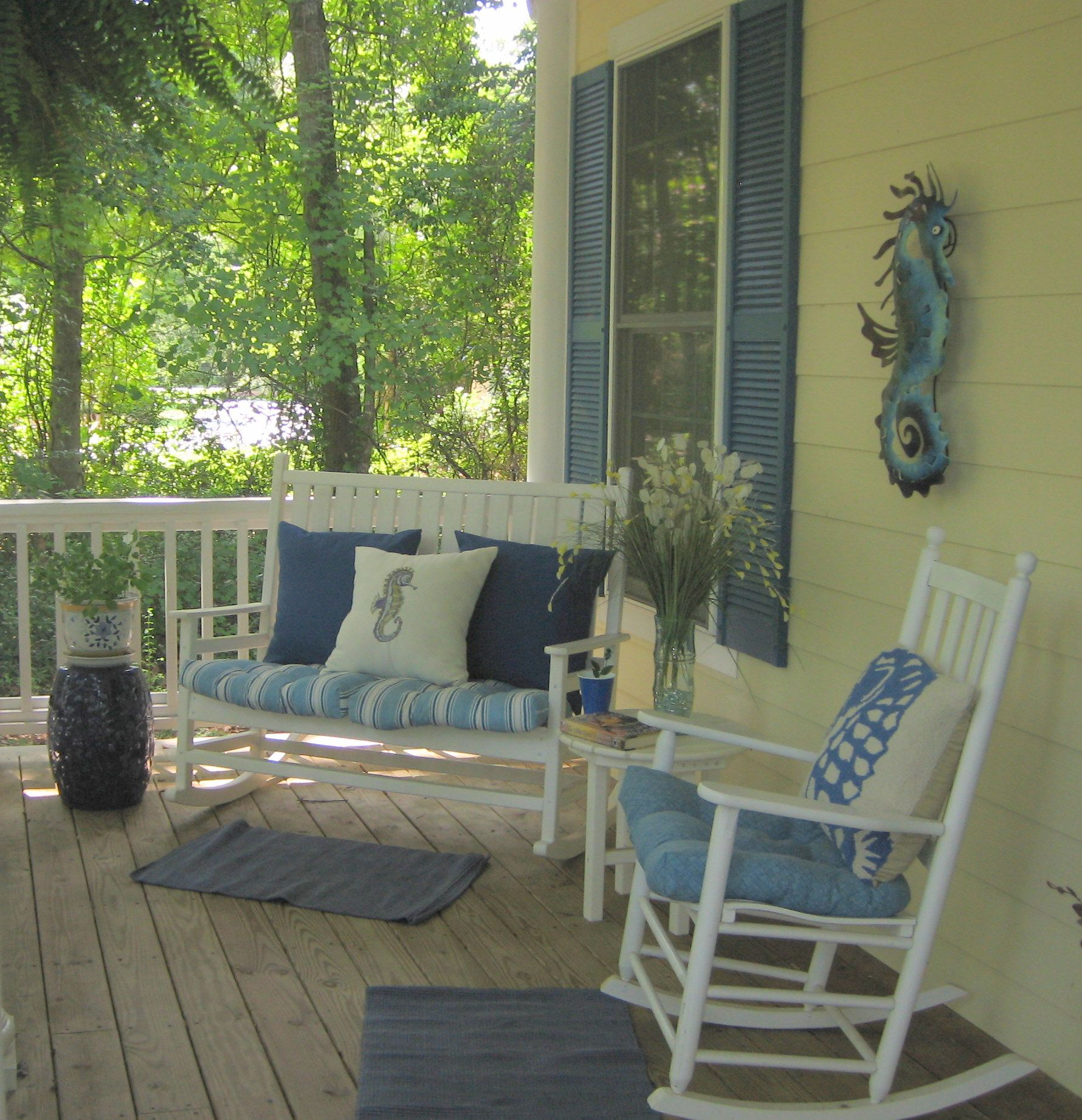 Yepp rocking chair and bench on the front porch only Cottage porch decorating ideas