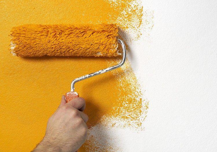 peindre sur du papier peint : peinture jaune soleil pour doper la déco murale