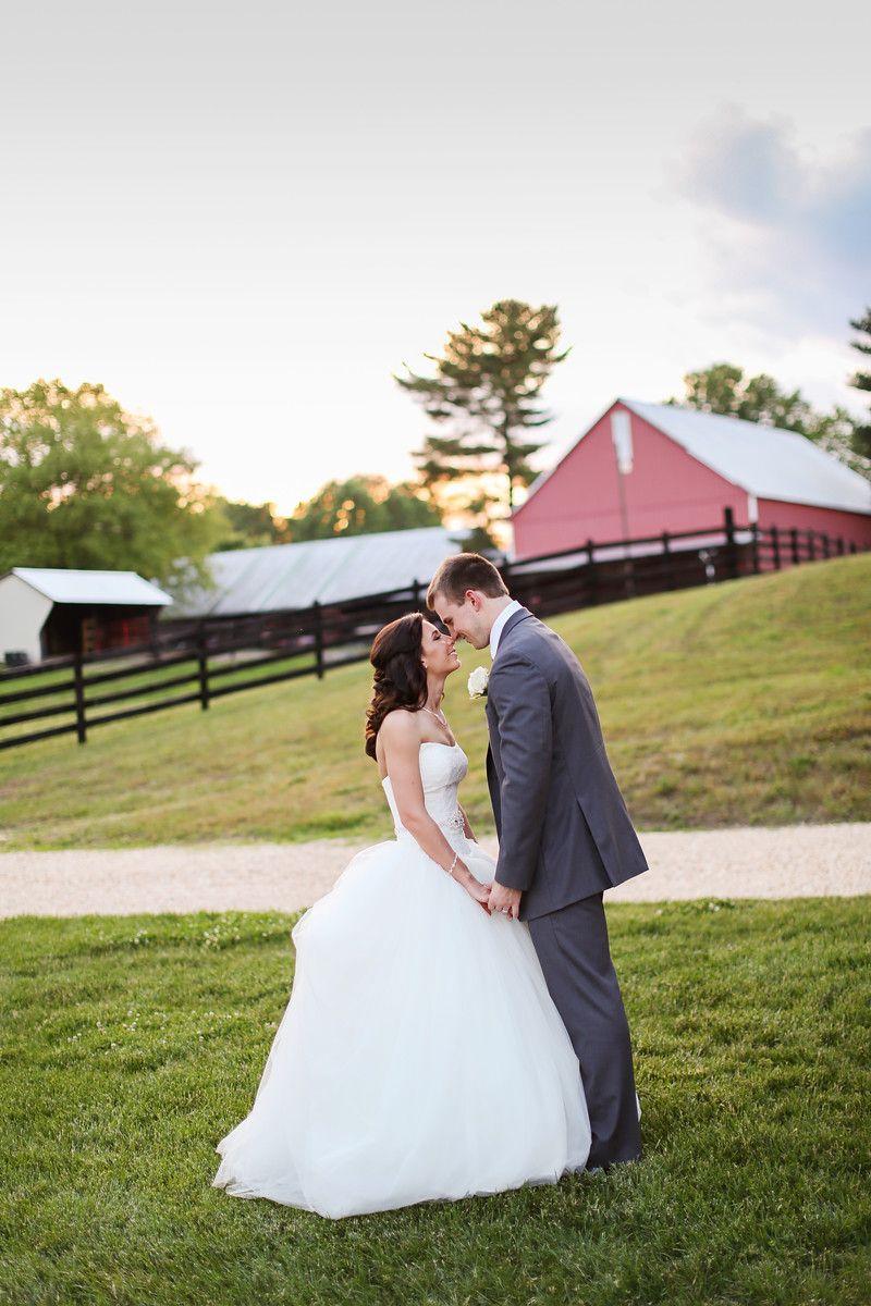 Robin Hill Farm And Vineyard Photos By Jalapeno Photography Elegant Barn Wedding