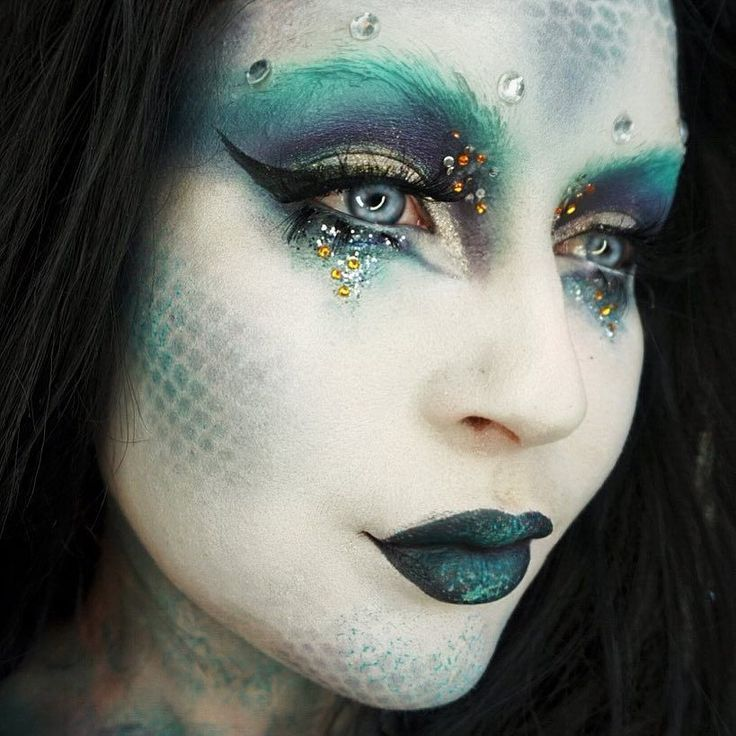 Maquillage Artistique Halloween.20 Un Maquillage De Sirene Unique Pour Halloween Gurl Com Gurlcom Halloween Attend M Fantasy Make Up Meerjungfrau Meerjungfrau Schminken