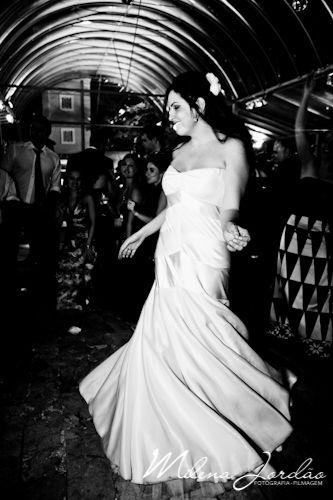 O vestido sereia valorizou o corpo da noiva!  http://bibibarcelos.com.br/