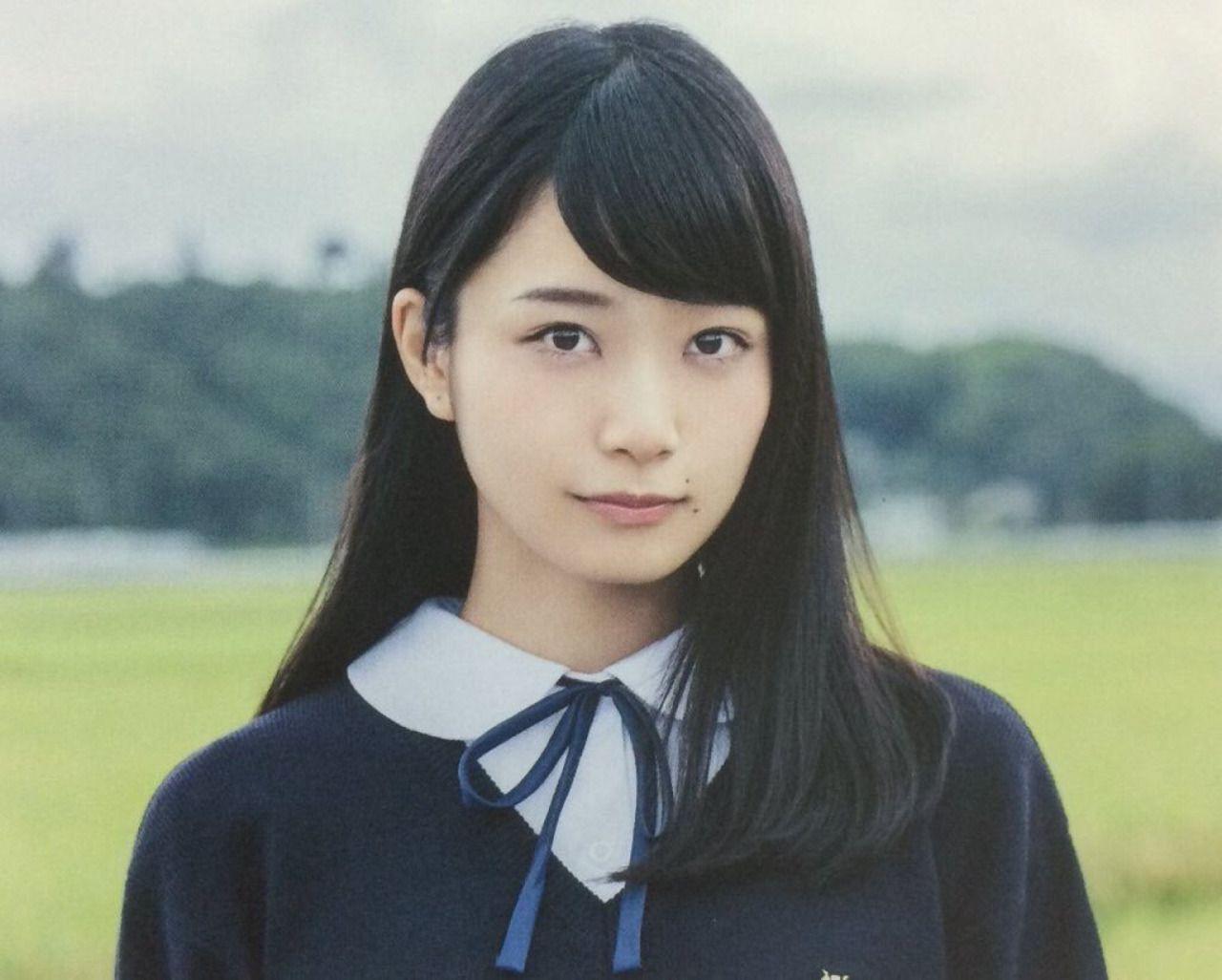 制服姿の桜井玲香さん