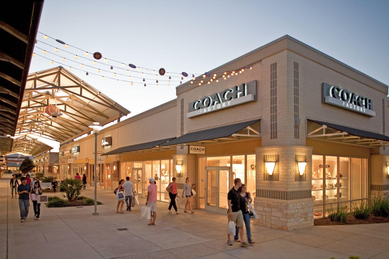 coach store premium outlets 0bmp  Houston Premium Outlets ofrece descuentos impresionantes en marcas como  Armani Exchange, Burberry, Coach,
