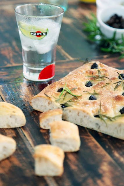 Dorian cuisine.com Mais pourquoi est-ce que je vous raconte ça... : Fett'unta aux olives et au romarin pour l'Aperitiv...