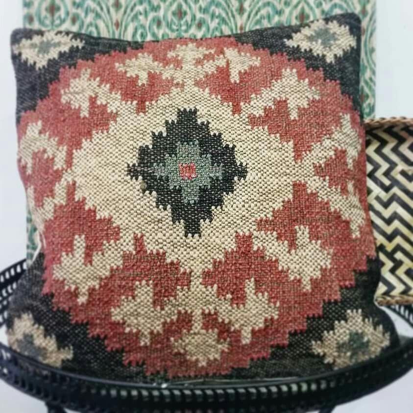 Cojines kilim con tejidos naturales para dar calidez y naturalidad