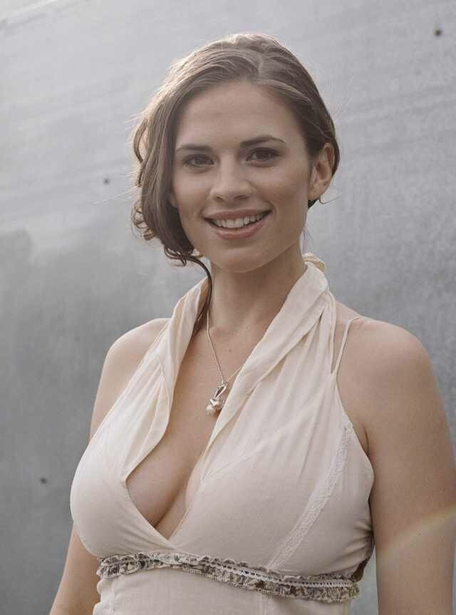 Atwell nackt Hayley  Hayley Atwell