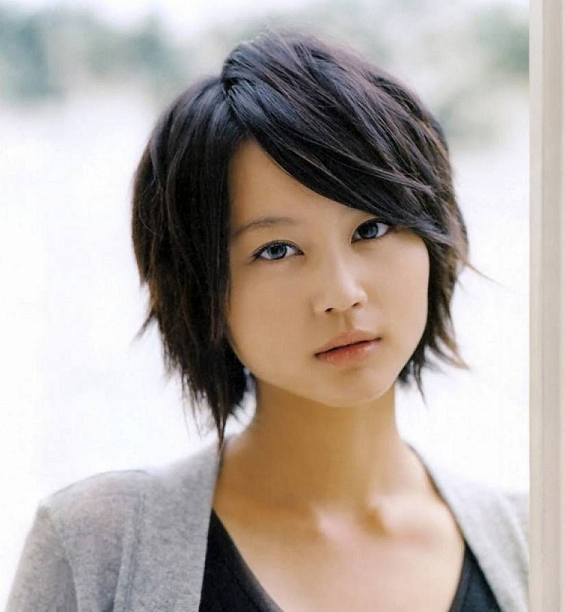 Asian Straight Layered Hair With Side Bangs asian Short lay...