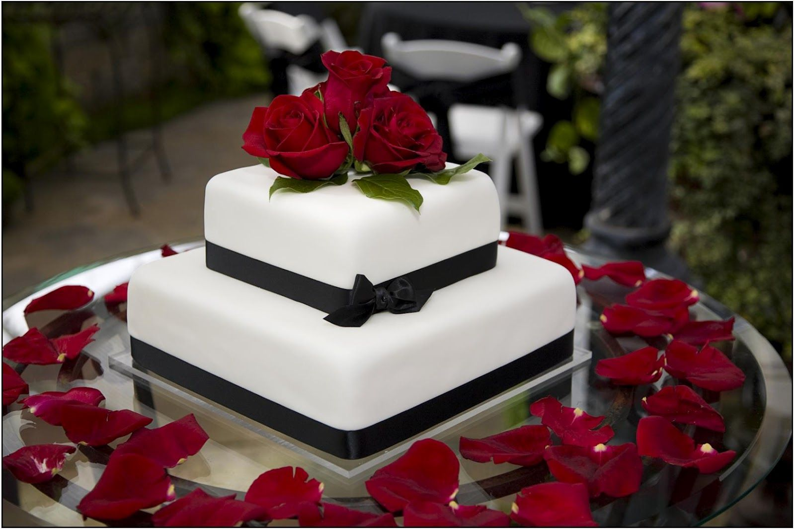 Wedding cake simple w ribbon use silver ribbon red accents
