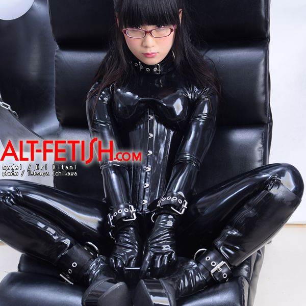 Eri Kitami Blackstyleのラバーキャットスーツを着る Catsuit キャットスーツ