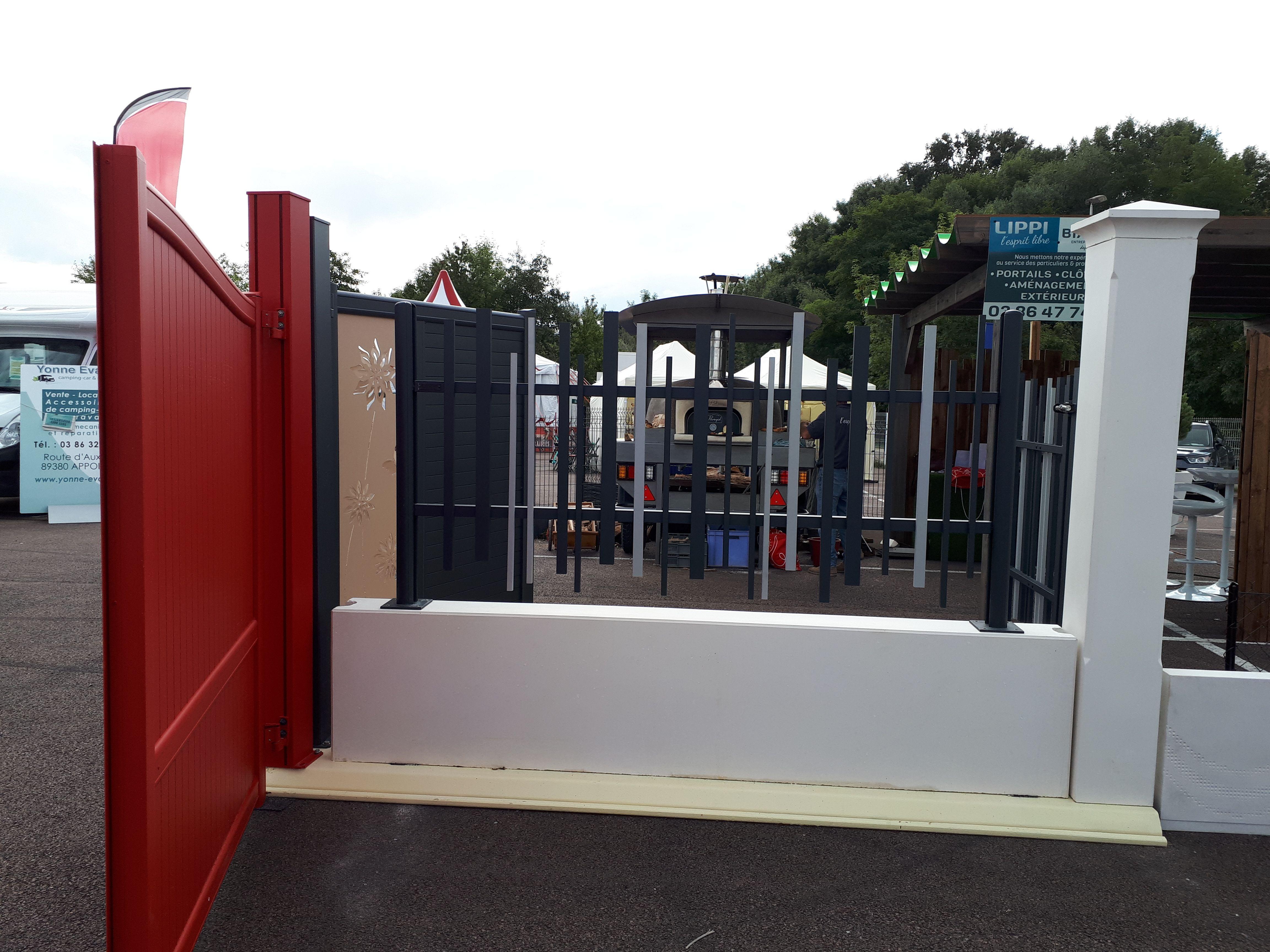 Pilier De Portail Et Cloture 25 X 25 Cm Monobloc En Pierre Reconstituee Beton Prefabrique Outdoor Decor Garage Doors Home Decor