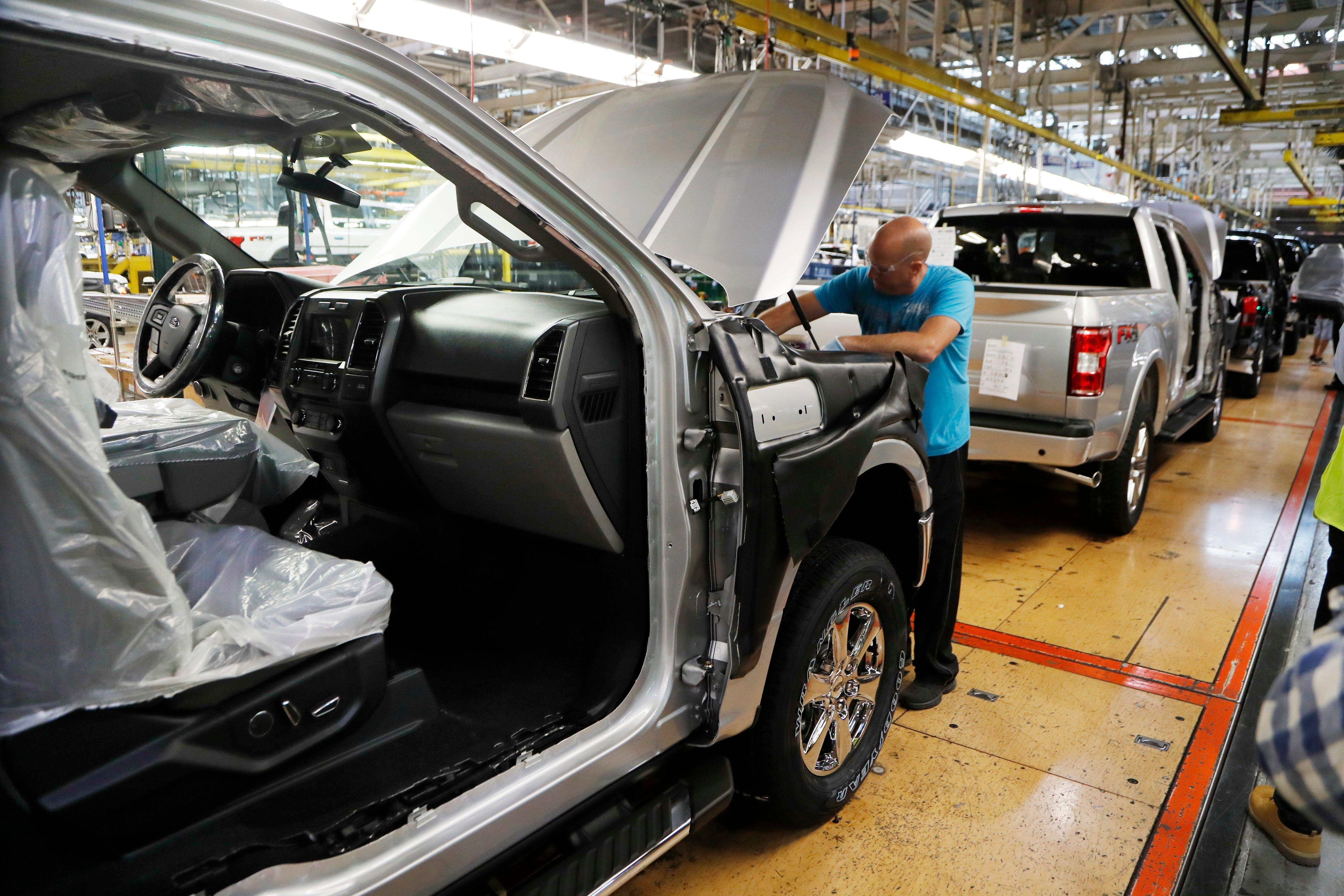Massive Ford Recall F 150 Explorer Expedition Seats May Detach In Crash Ford Trucks General Motors Ford