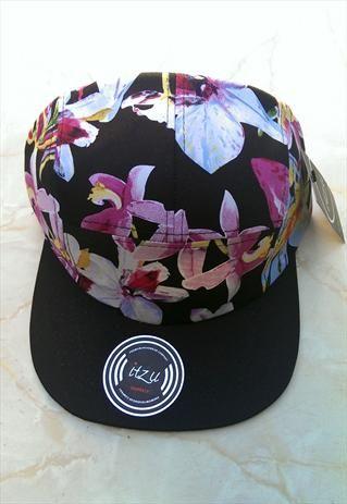 online store 2b099 29436 Hawaii Flower Print 5 Panel Snapback Cap in Black