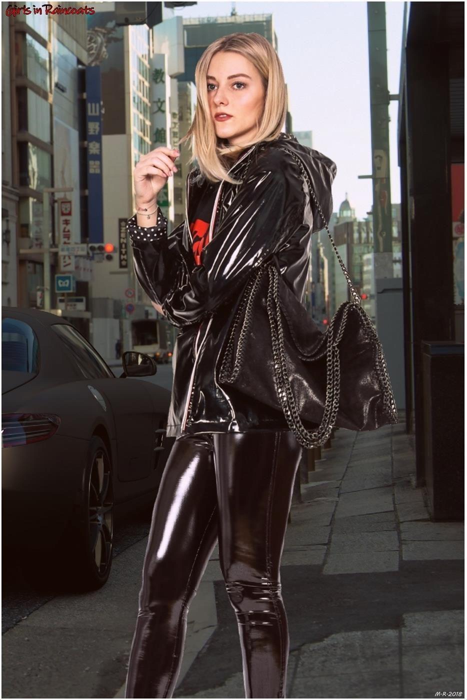 Frauen in Pvc-Lack-Vinyl Regenkleidung   Leather dress