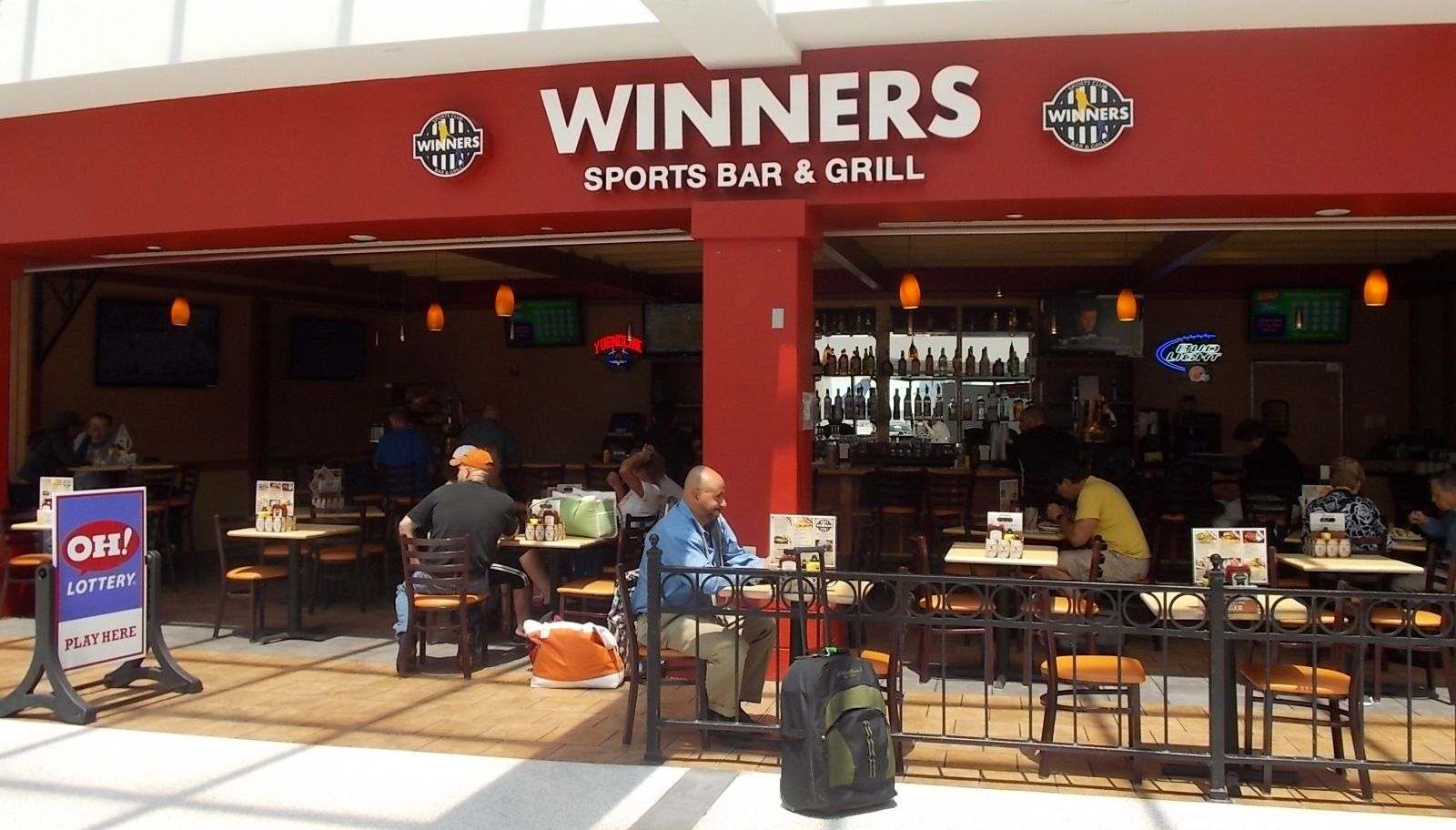 Winners Sports Bar And Grill In Concourse C Cleveland Airport Hopkins Http Www Clevelandairport Com Sports Bar Bar Grill Bar