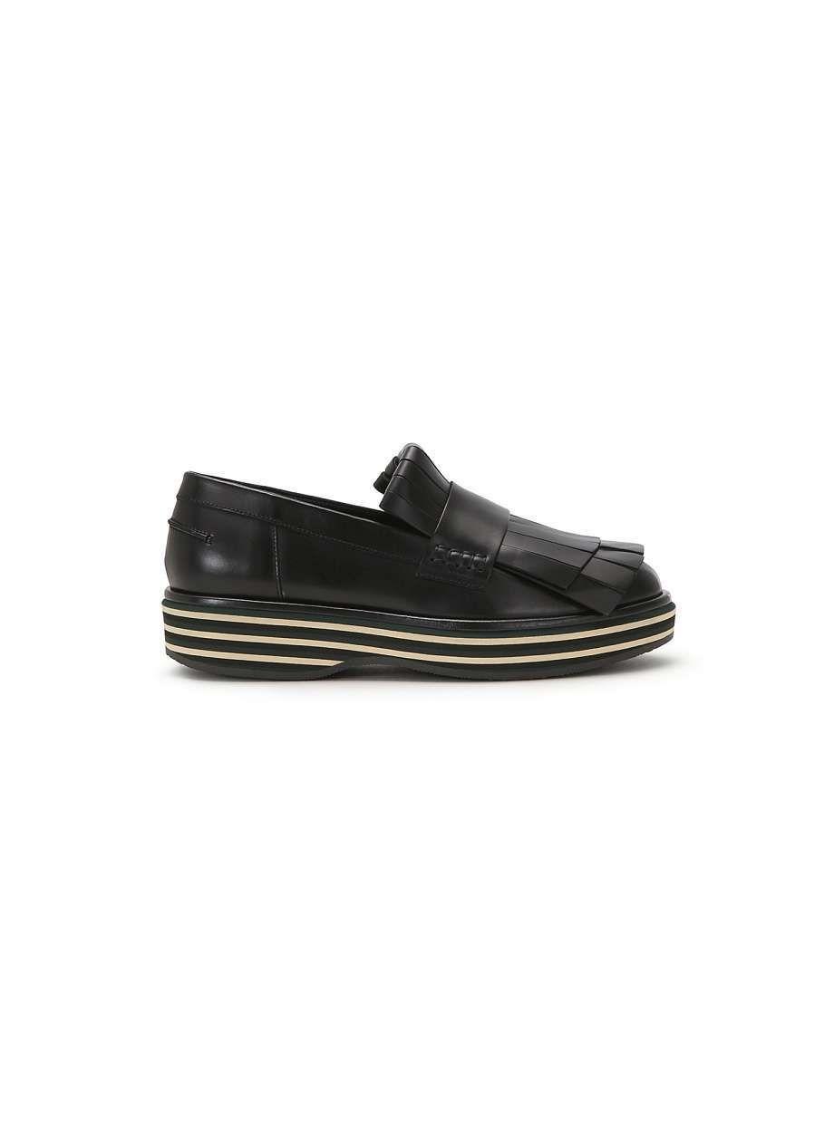 MOCASSINI NERI Dalla collezione autunno inverno 2016 2017 di scarpe Paloma  Barcelò, mocassini neri.