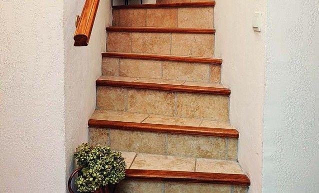 Renover Entierement Le Carrelage D Un Escalier Escalier Carrelage Escalier Bois Et Carrelage