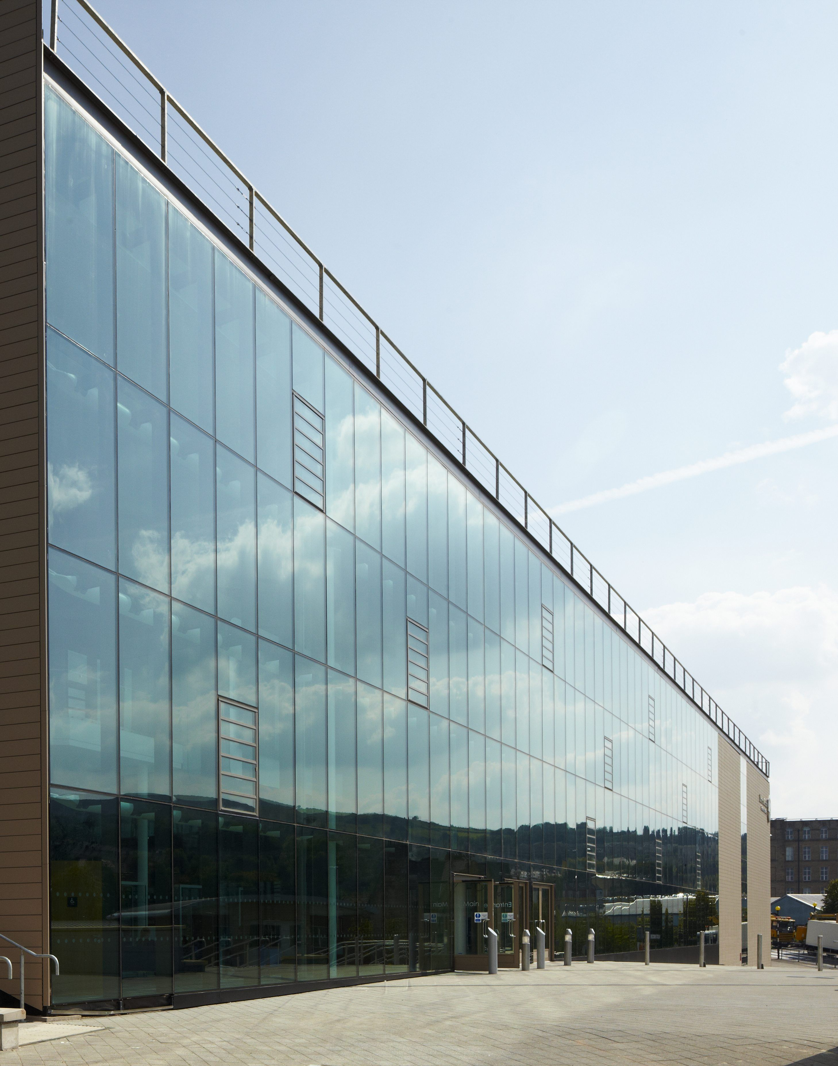 Sg Curtain Wall With Glass Louvres In A Closed Position