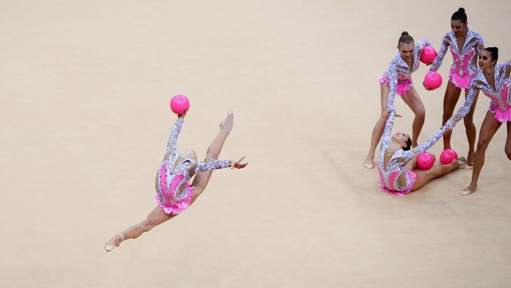 Resultado de imagem para 5 balls rhythmic gymnastics