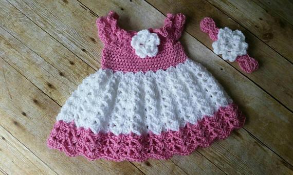 Newborn Baby Girl Blanc Crochet Bonnet blanc avec volants et blanc ROSEBUDS