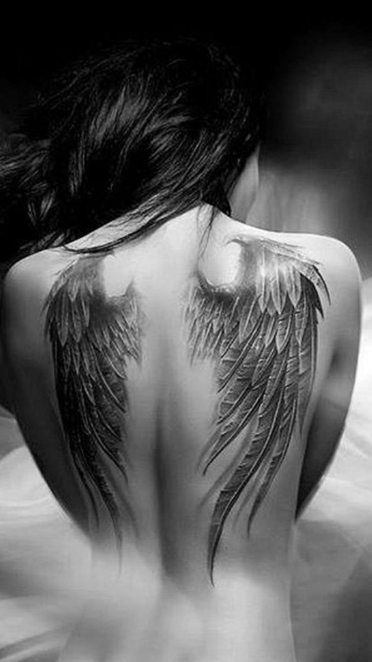 Rücken engelsflügel tattoo Das beliebte