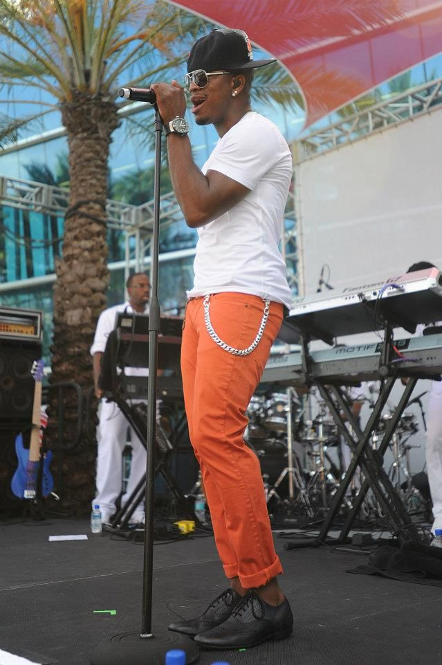 Ne-Yo performing for fans poolside Mother's Day weekend.   #BleauLive #Fontainebleau