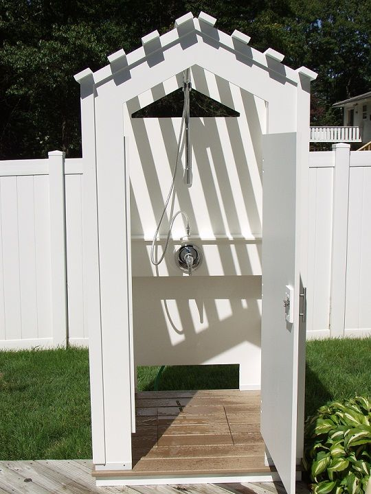 Outdoor shower enclosure outdoor for Outdoor pool bathroom ideas
