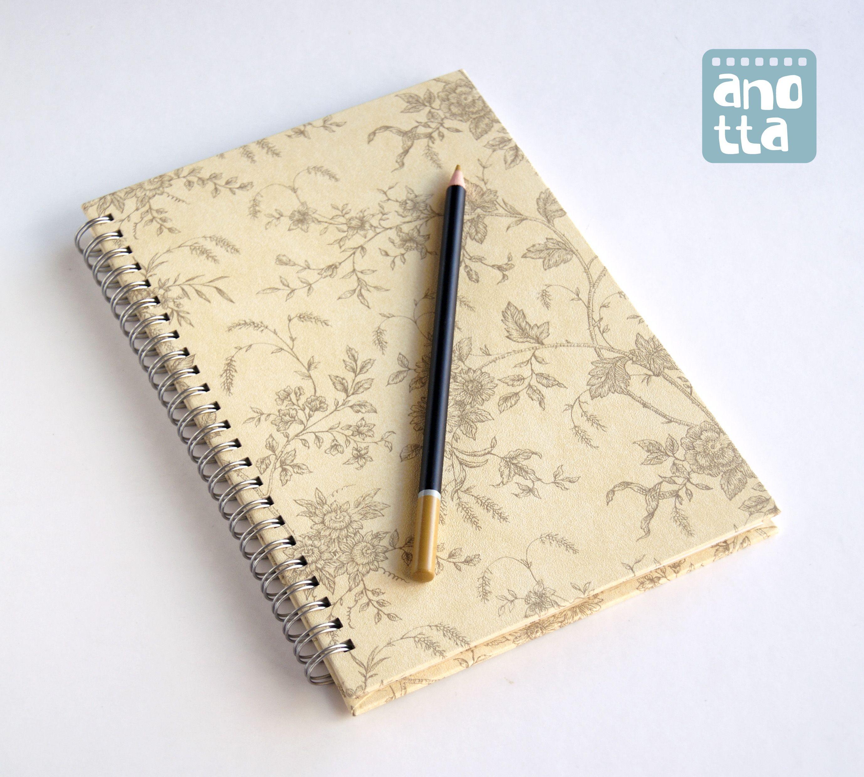 Libreta hecha a mano reciclando un viejo muestrario de papel pintado libretas hechas con - Papel pintado a mano ...