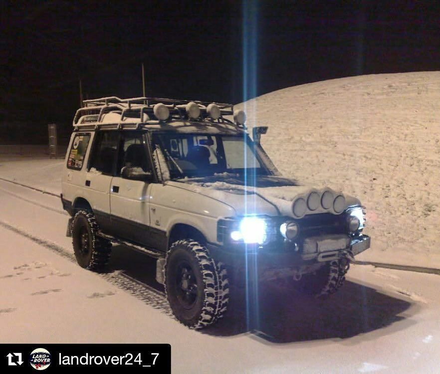 #repost @landrover247 With @repostapp Cheeky Snow Shot