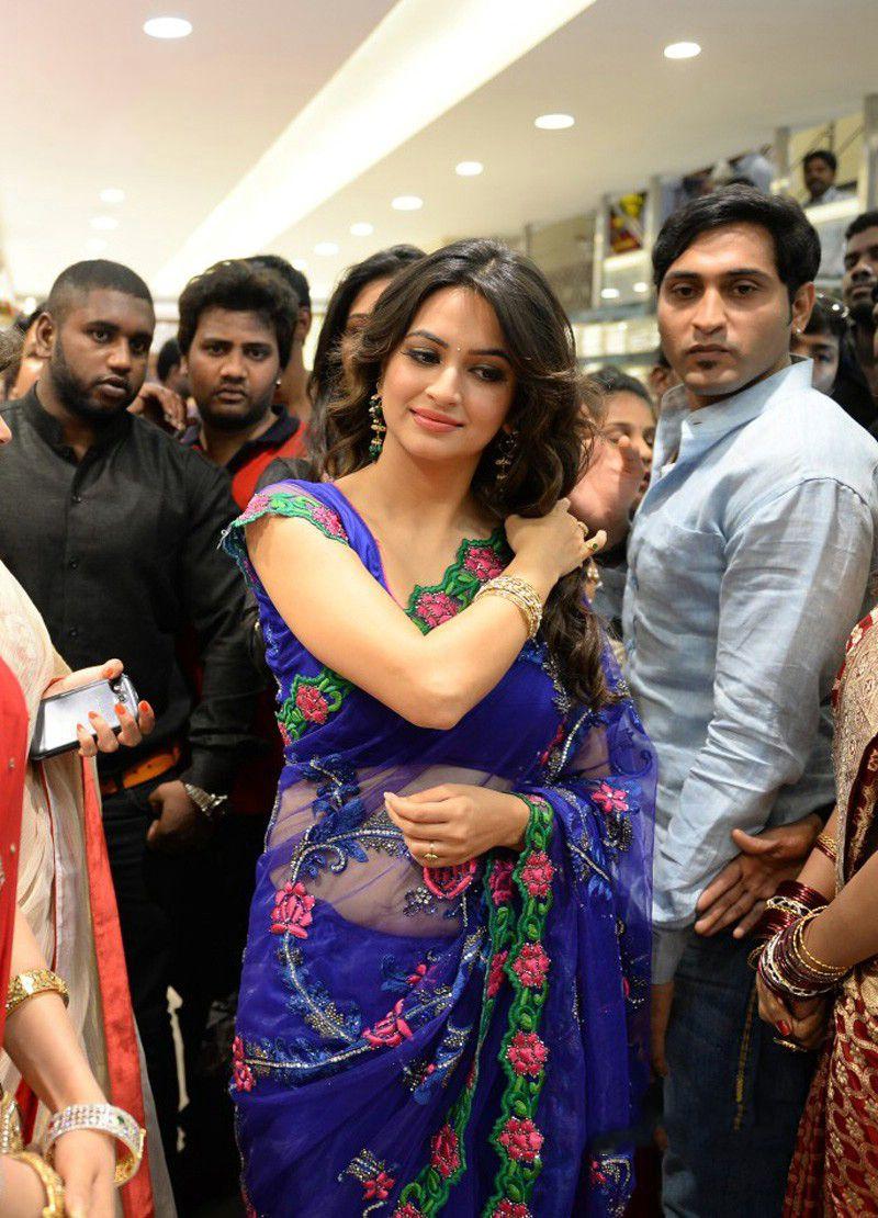 Kriti Kharbanda Hot Blue Saree At Kalamandir New Showroom Launch ...