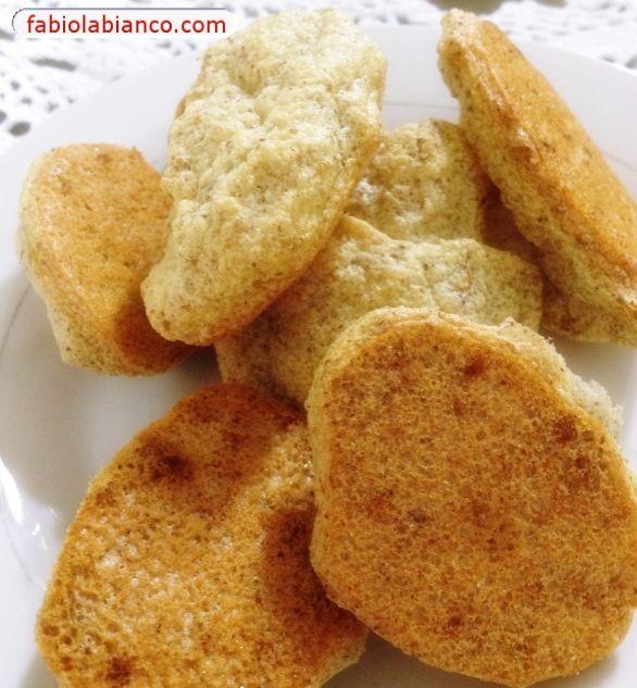 Esta receita você encontra no site da dieta Dukan, eu apenas fiz pequenas mudanças. Na verdade, leva o nome biscoito, mas tem a textura pa...
