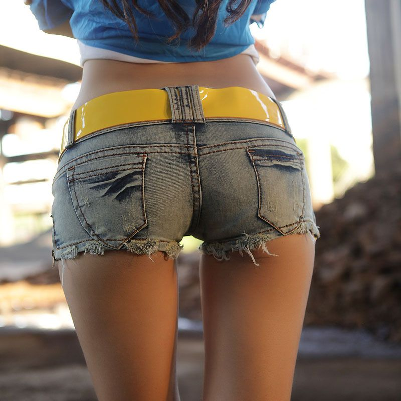 Ass chicks in short shorts