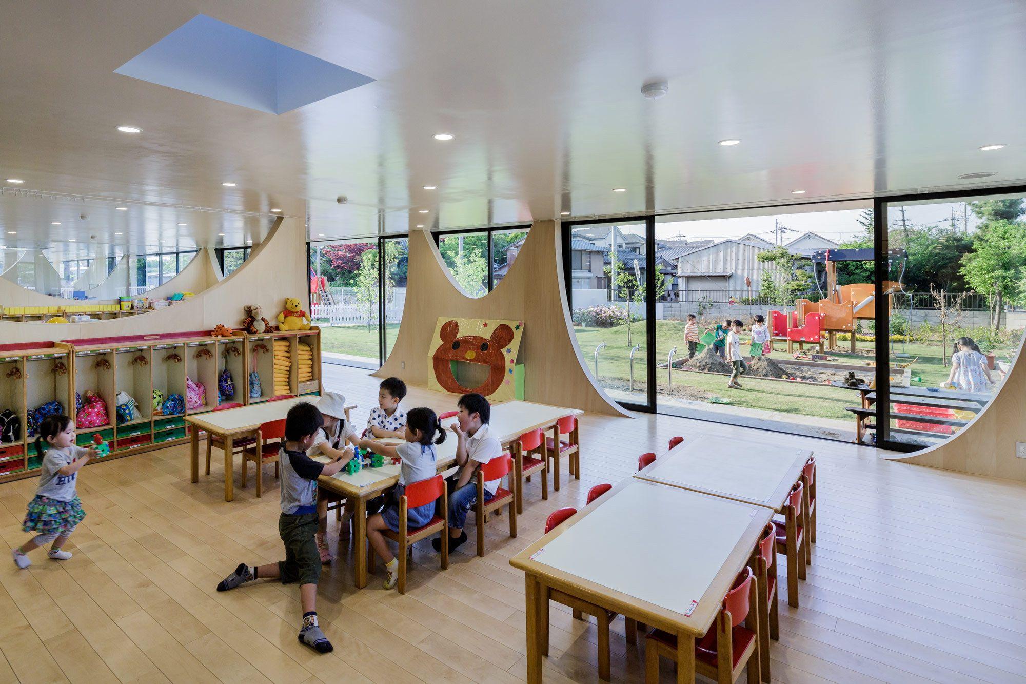 Dorf innenarchitektur spielen im garten  kindergarten in saitama  mermaid preschool edu