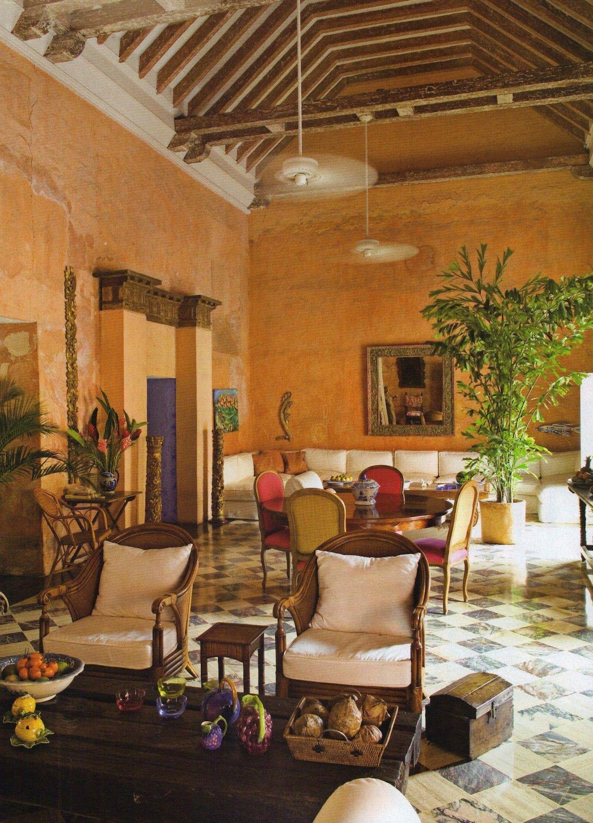 Living to mesmerize la casa colonial de lina botero en - Decoracion salon colonial ...