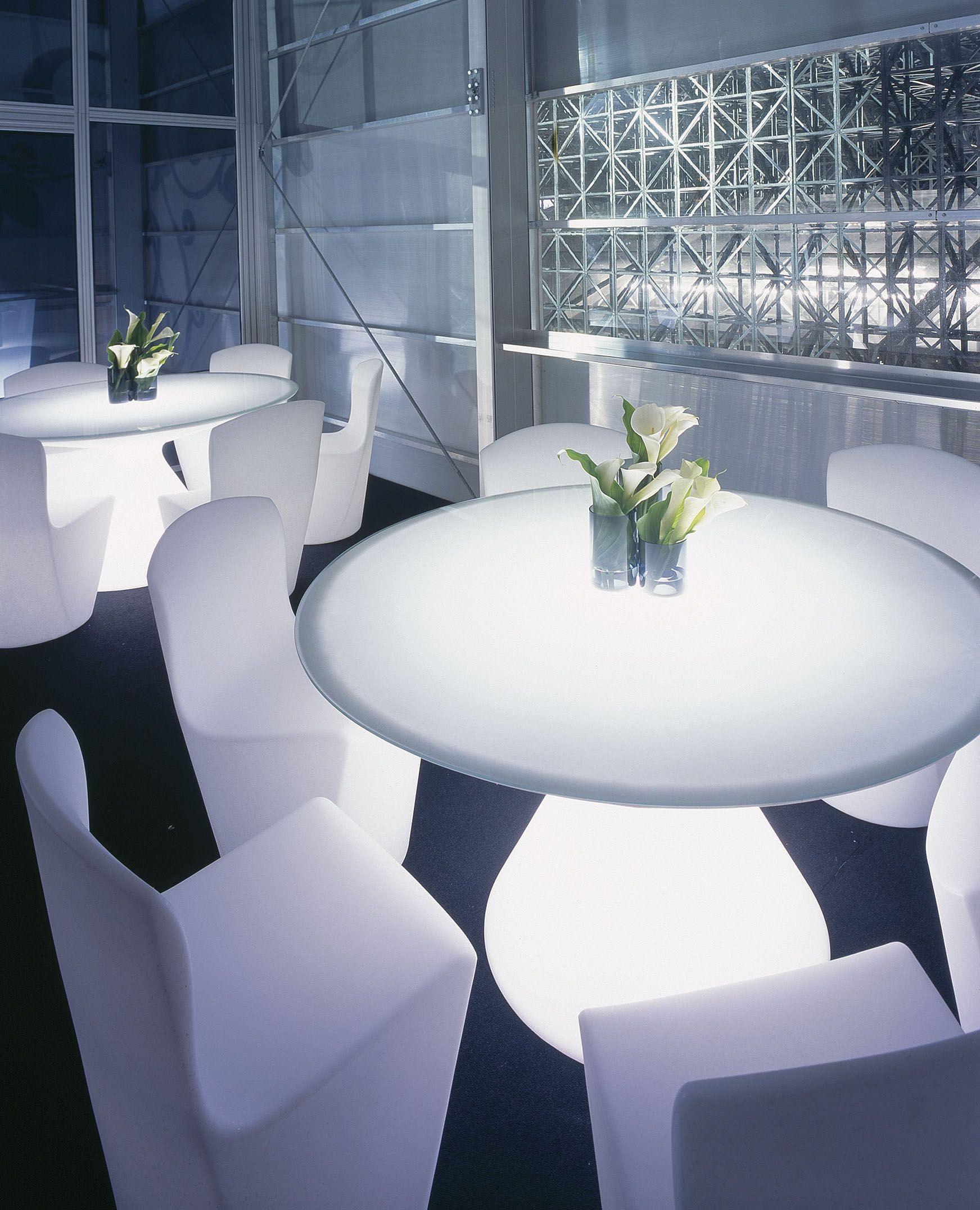 Tavoli Da Giardino Milano.Ed Tables And Zoe Chairs Design Respectively By Slide Studio And