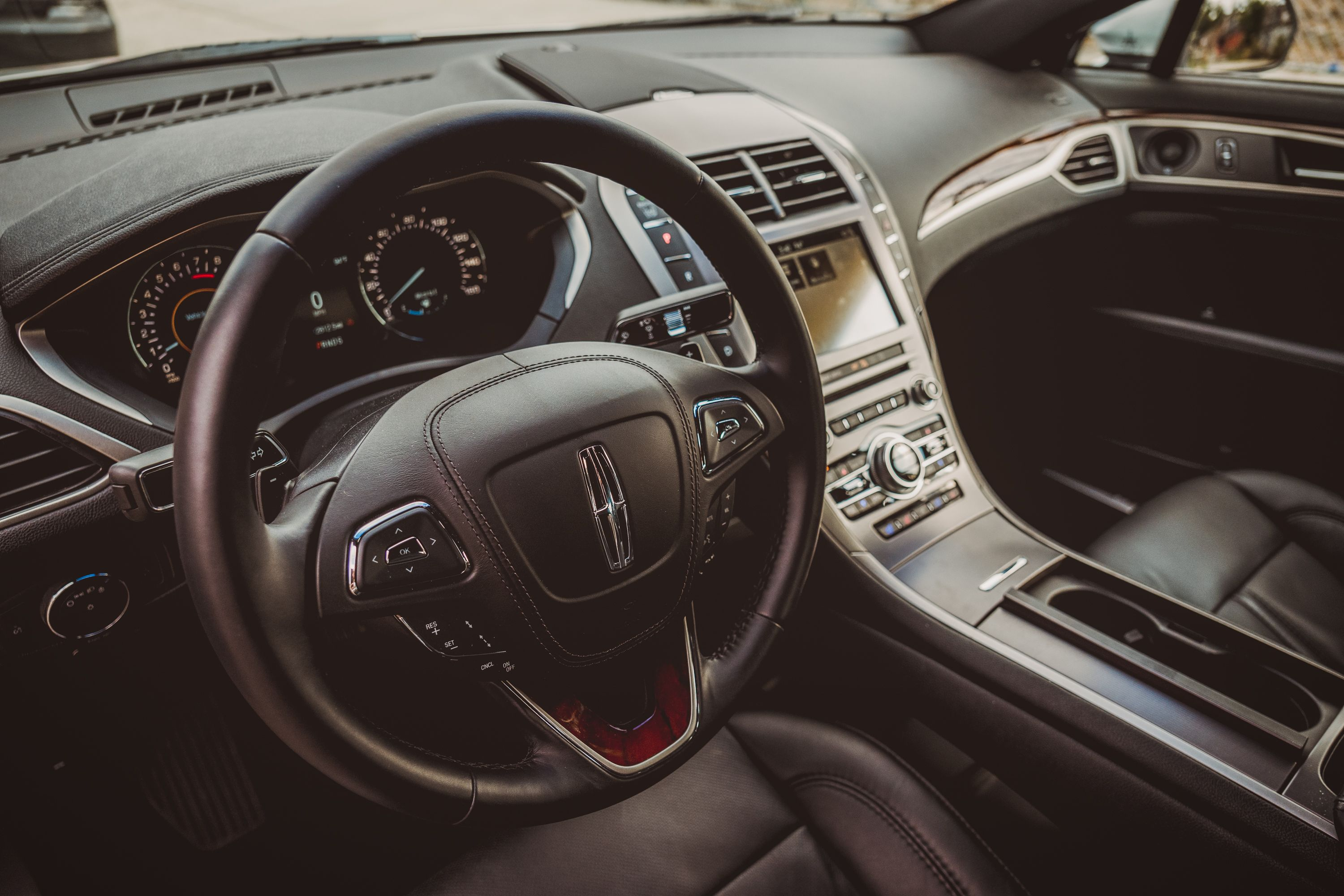 To The Touch Wolorf Leather Wred Steering Wheel In Lincolnmkz Gives Smooth Operator A Whole New Meaning